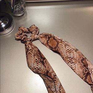 Snake print hair tie